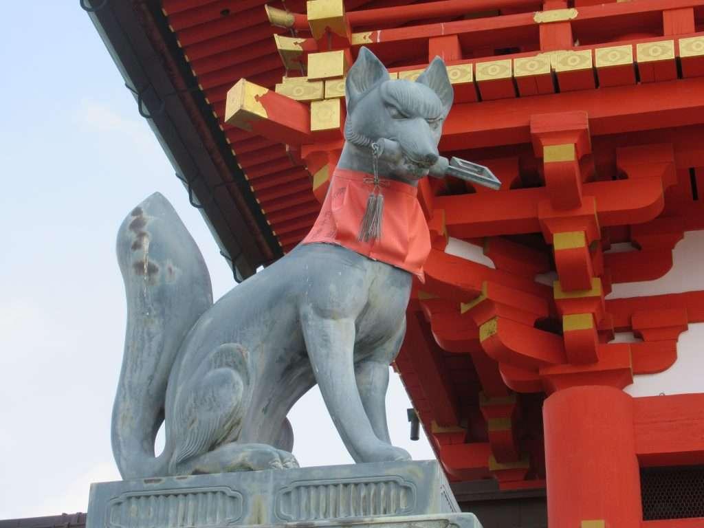 Zorro, mensajero del dios Inari en Fushimi Inari