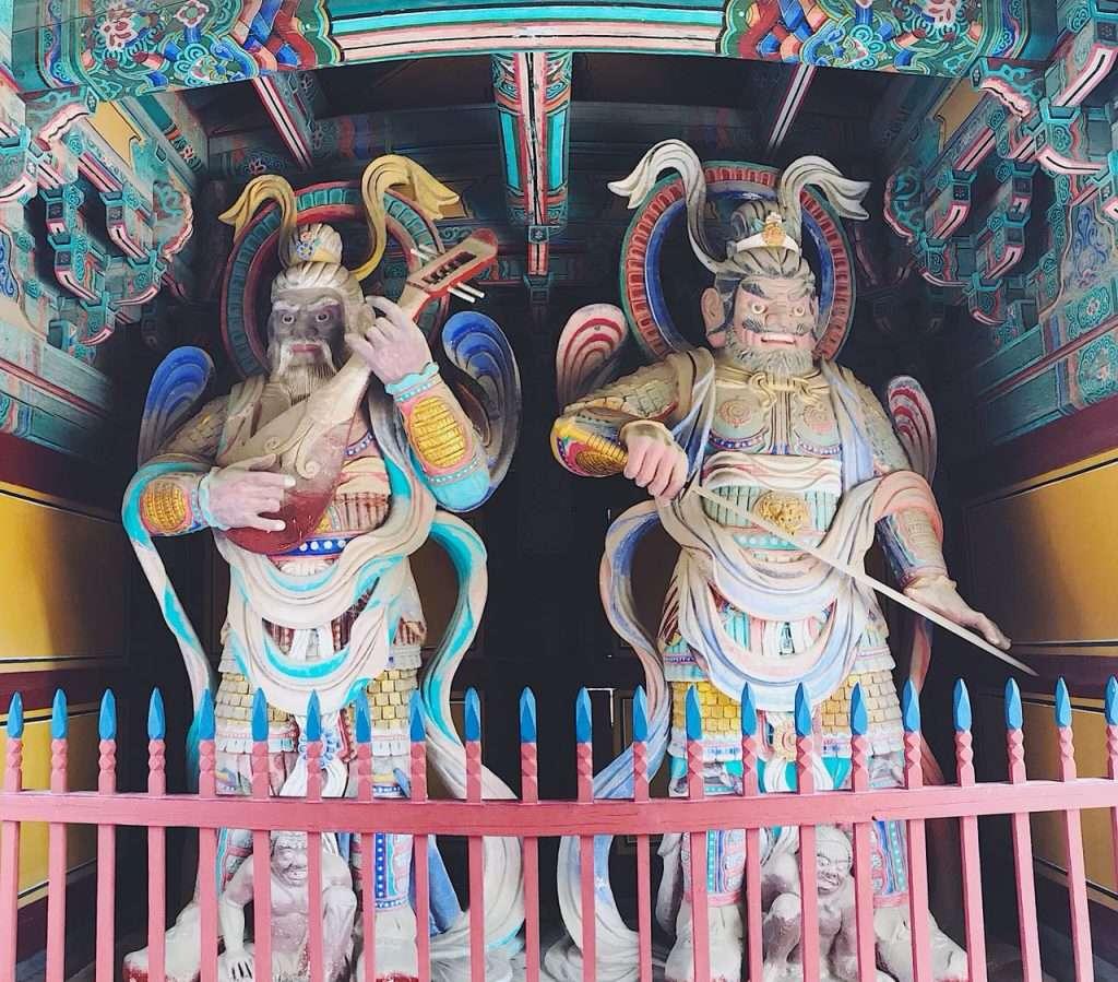 Guardianes budistas encargados de proteger las cuatro direcciones.