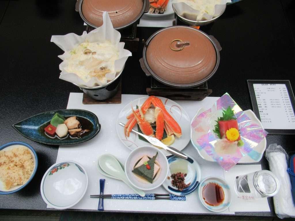 Cena típica japonesa en un ryokan