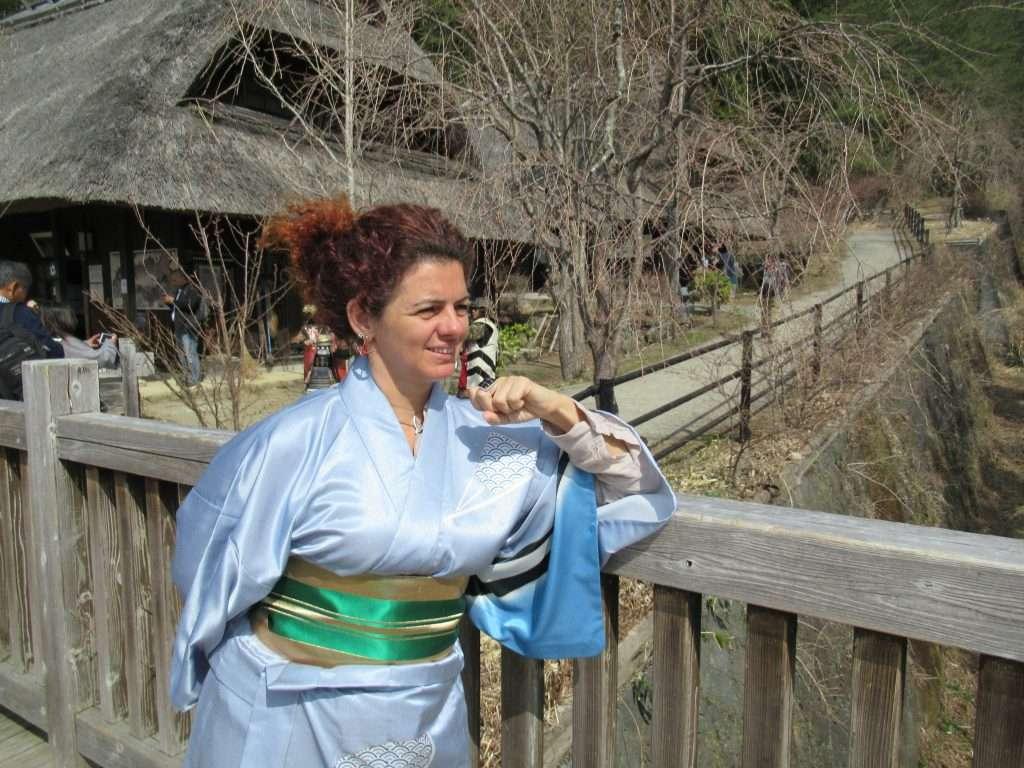 Disfrazada con kimono en Saiko Iyashi No Sato Nembo