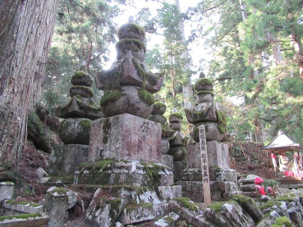 Cementerio Okuno-in, tumbas samurais