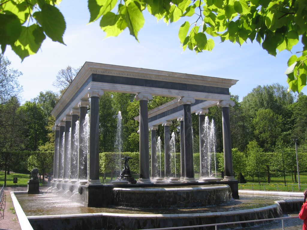 Pabellones y fuentes del Parque Inferior del Peterhof