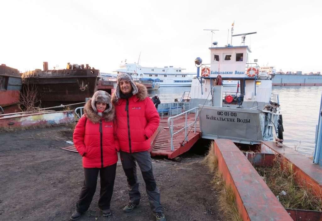 Transbordador que unen Puerto Baikal con Listvianka