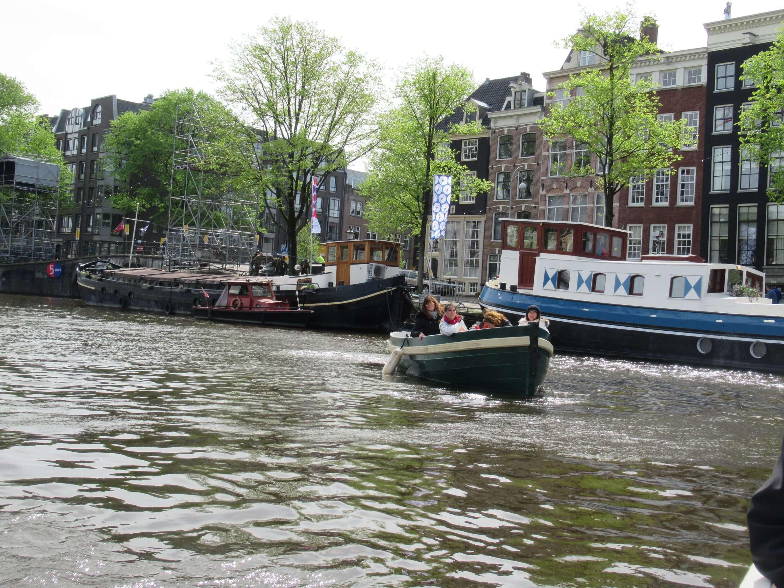 Navegando por los canales de Amsterdam