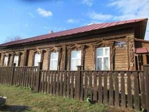 Casa de madera típica de la isla Sviyazhsk