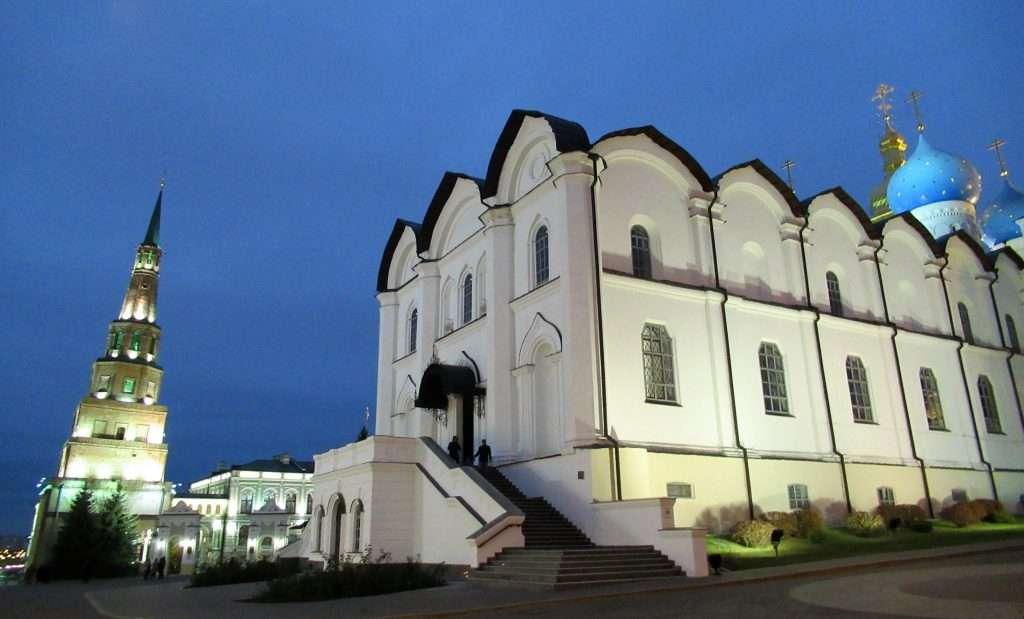 Catedral de Anunciación y torre de Sykkuyumbike en Kazan