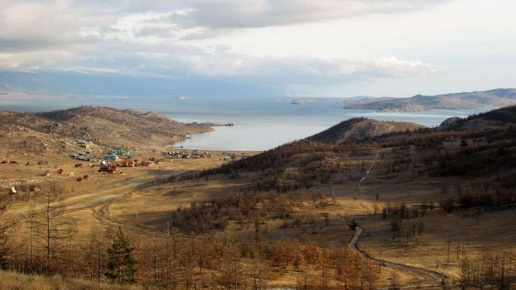 Mirador con vistas al lago Baikal