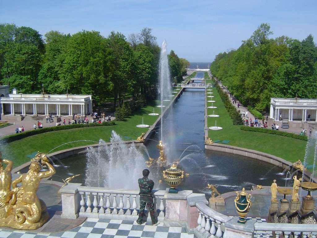 Canal principal del palacio Peterhof