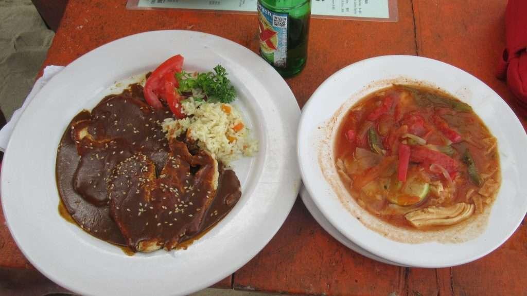 Mole y sopa de lima