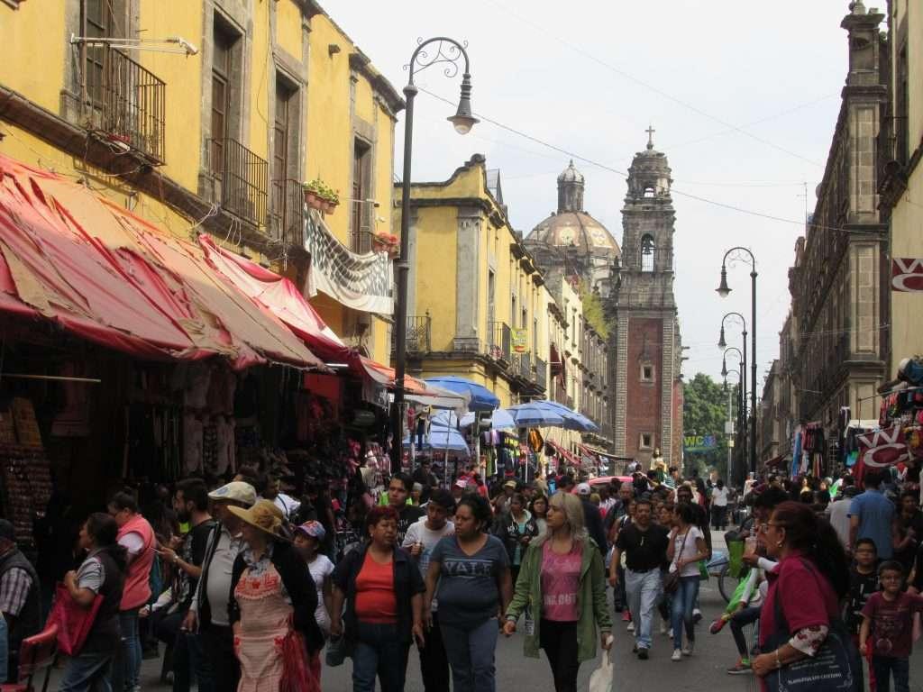 Calle de la Moneda, mercados populares
