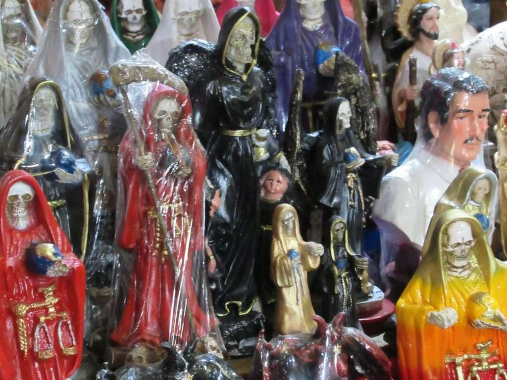 Mercado de Sonora con la santísima muerte
