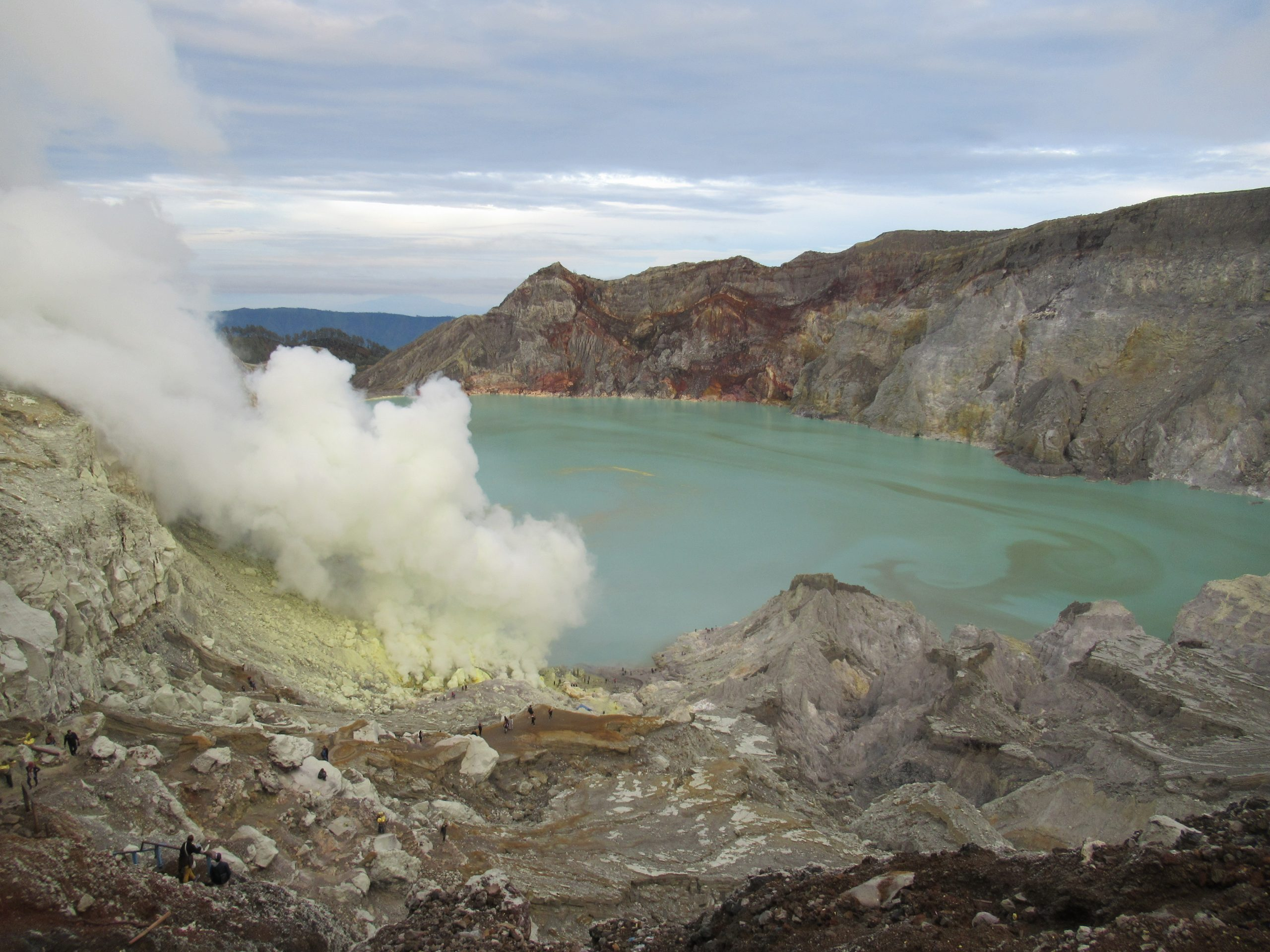 Lago en el volcán Ije