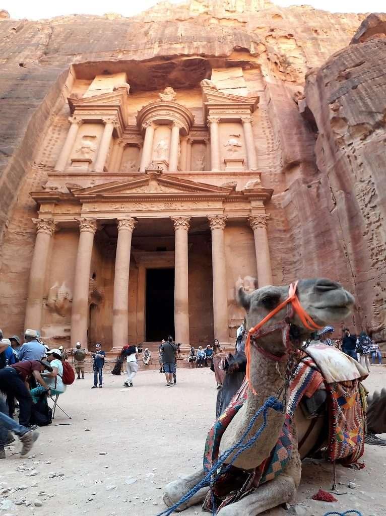 Fachada del Tesoro con camello